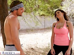 Fitness chick Becky Bandini gives a blowjob and gets laid outdoor after jogging
